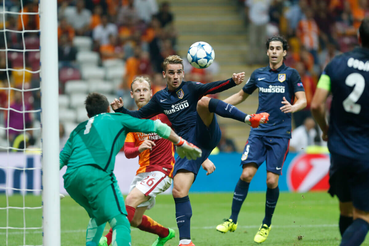 Sneijder met Galatasaray onderuit tegen Atletico Madrid