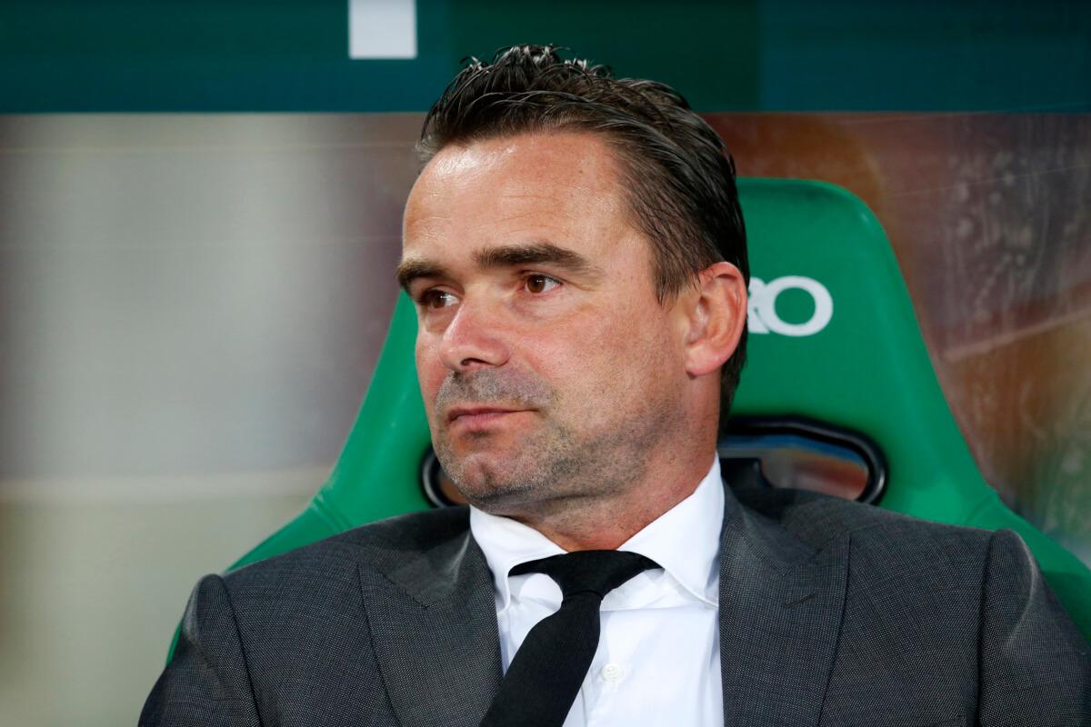 Overmars en De Boer gekraakt in Ajax-rapport