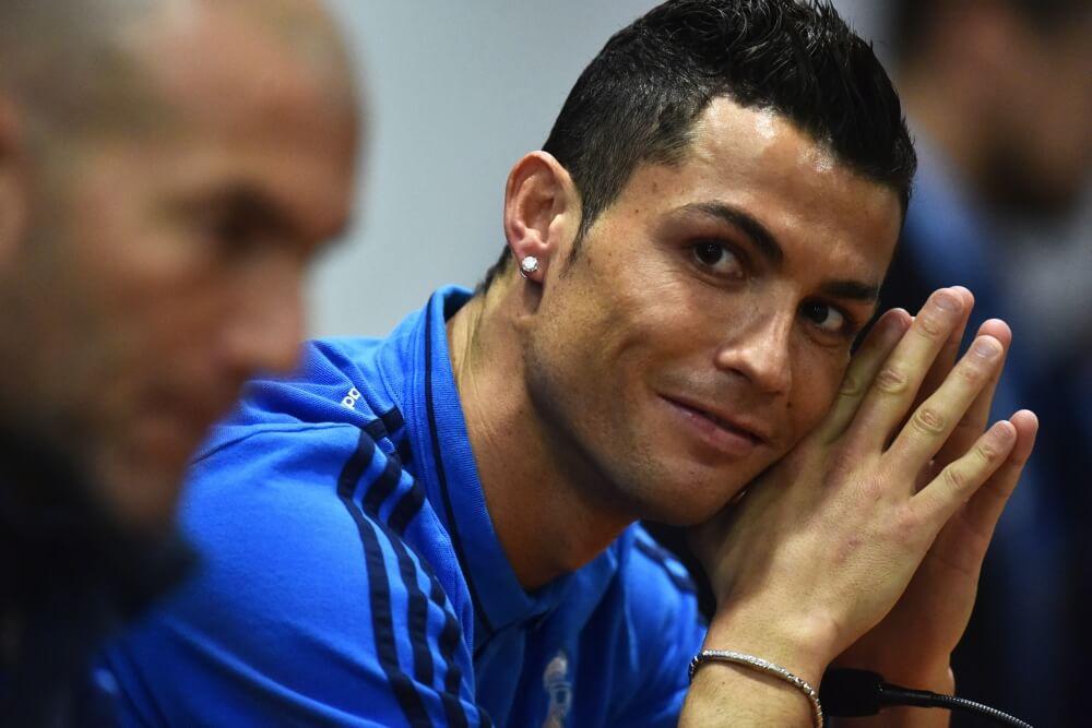 Ronaldo maakt Messi belachelijk