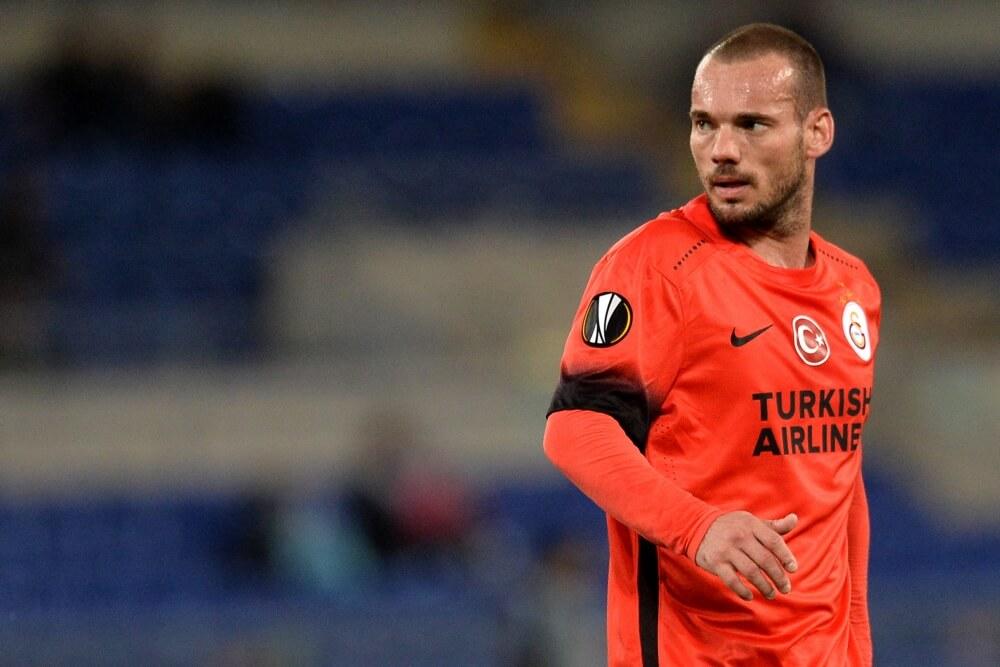 Coach Sneijder stapt op