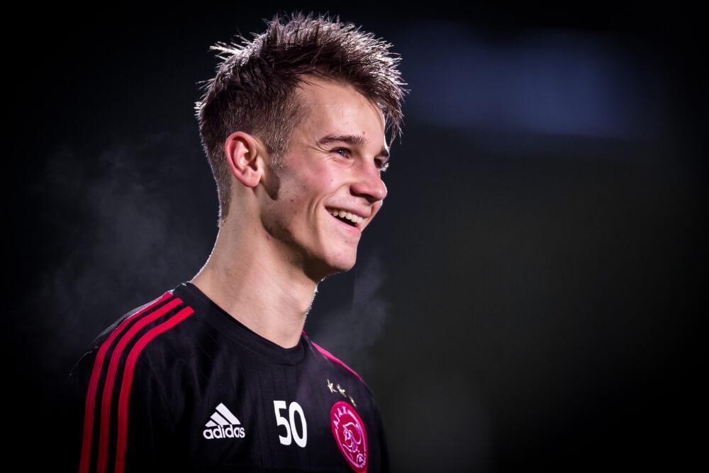 Ajax-talent moest taarten meenemen na doelpunt