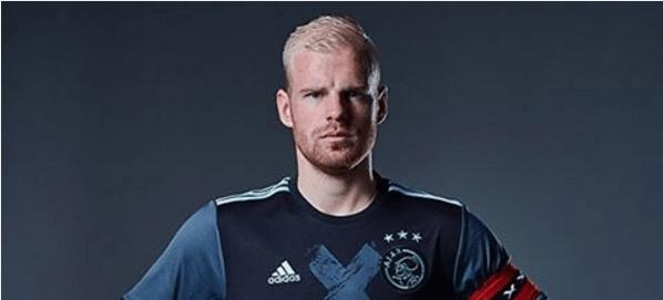 Dit is het nieuwe uitshirt van Ajax