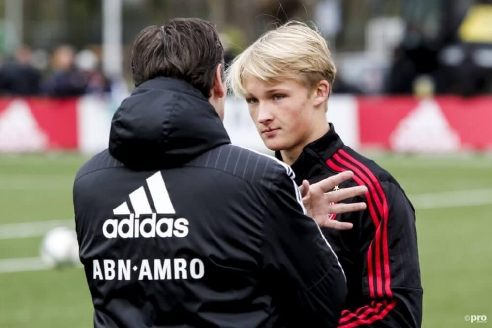 Dolberg tekent voor vijf jaar bij Ajax