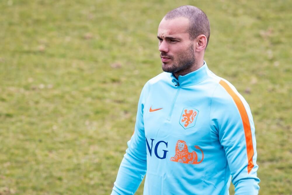 """Sneijder steunt amateurs: """"Niet netjes om te zeggen om hoeveel geld het gaat"""""""