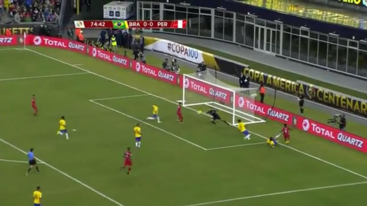 Feyenoorder door handsbal naar kwartfinale Copa América