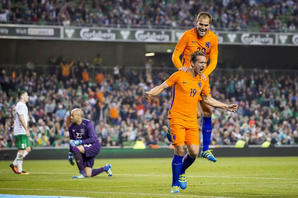 'Oranje-spits in gesprek met Duitse subtopper'
