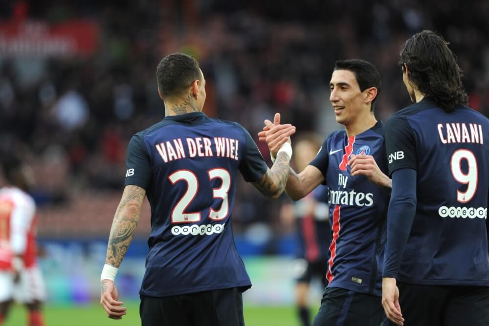 'Van der Wiel spreekt met club in Italië'