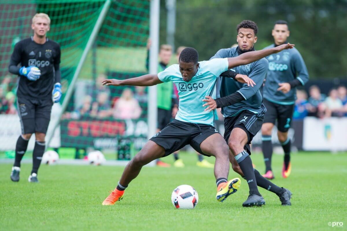 'Overbodige Ajacied vertrekt naar Bundesliga'