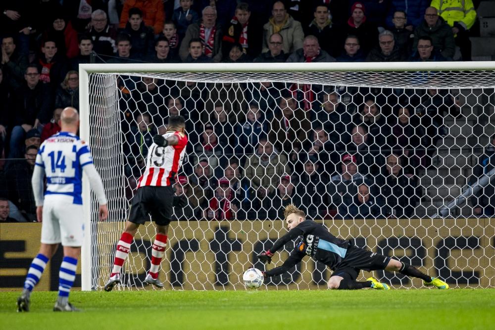 PSV verrast met doelman