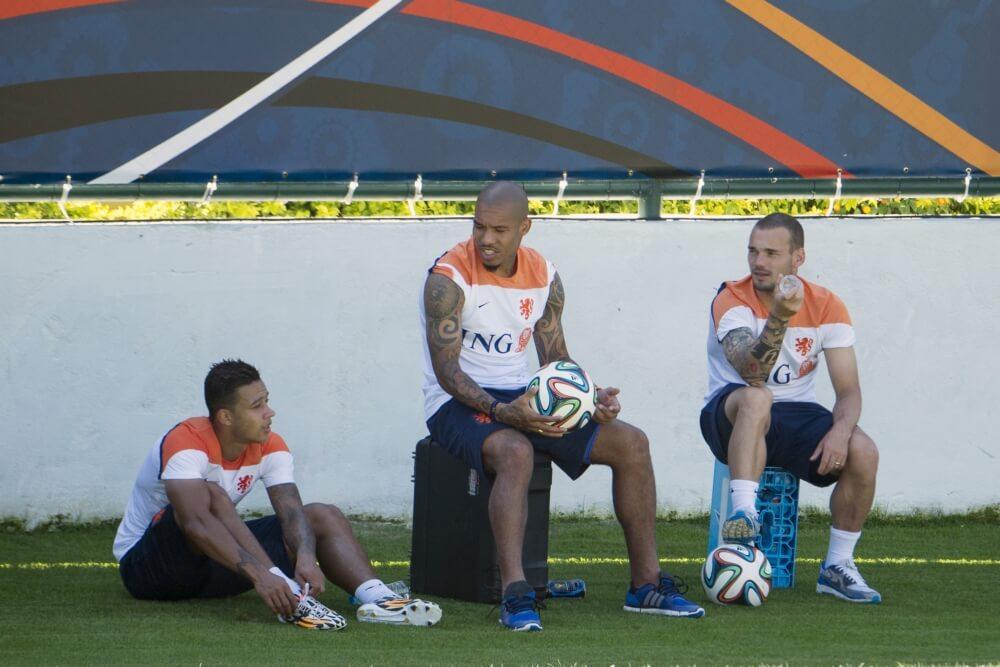 Sneijder uitgedaagd door Memphis