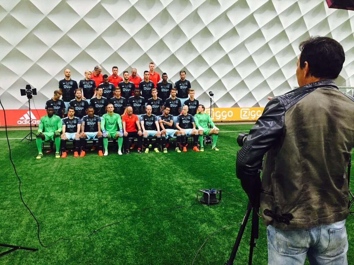 Westermann al gespot op teamfoto Ajax