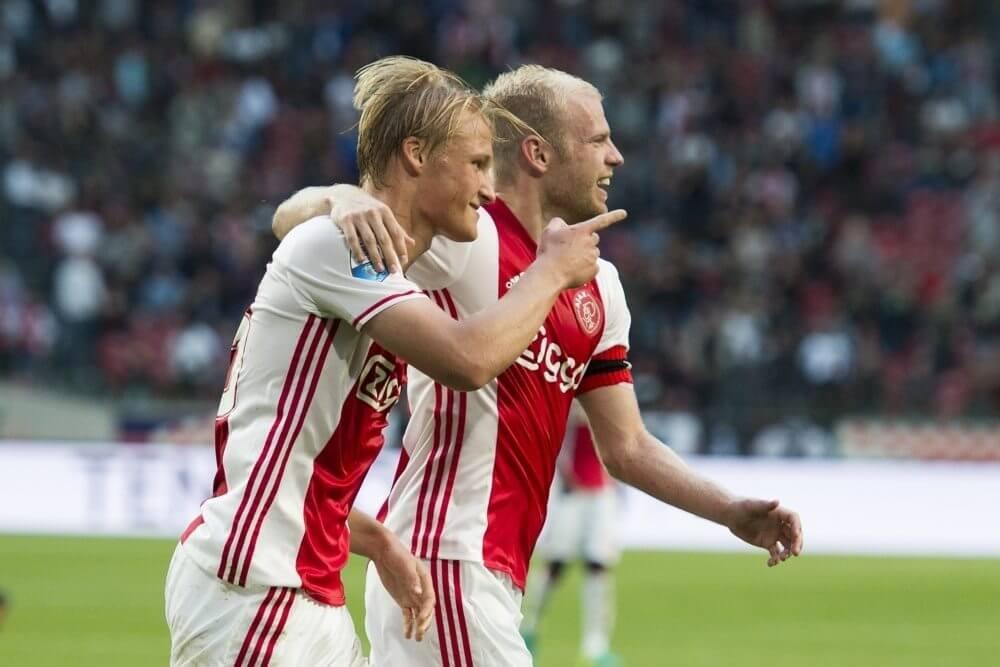 Dolberg zet Ajax op voorsprong