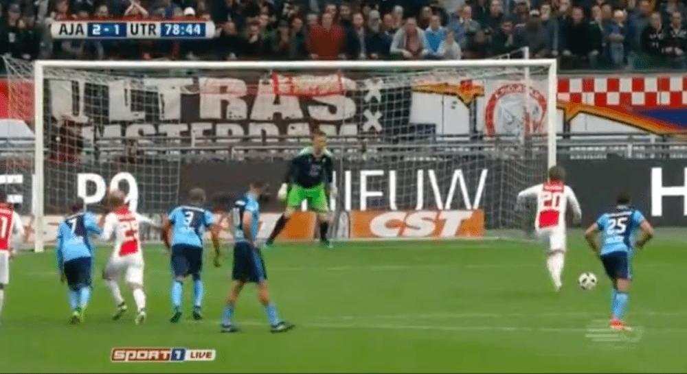 Ajax op voorsprong door benutte penalty