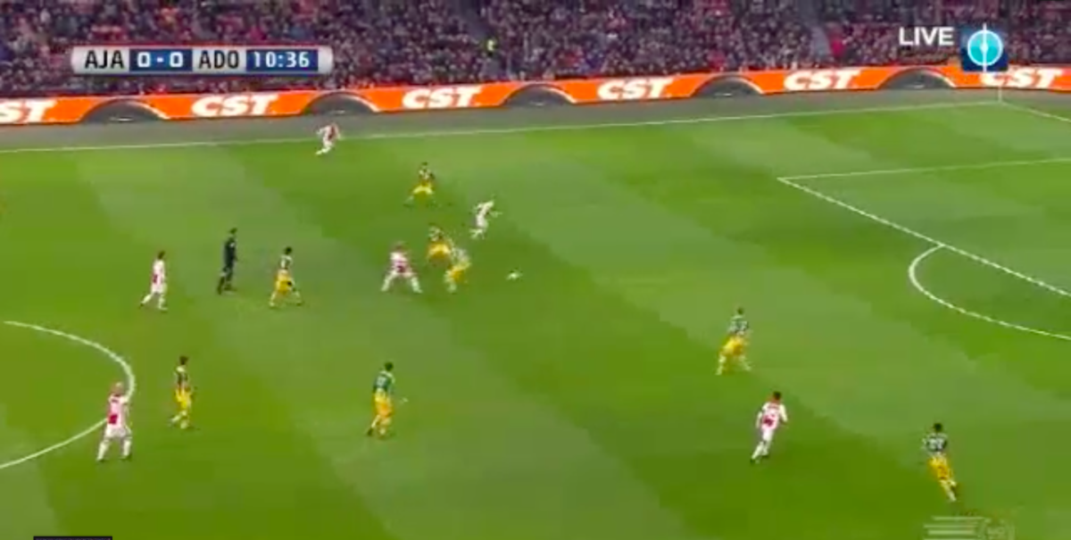 Ziyech schiet Ajax op voorsprong