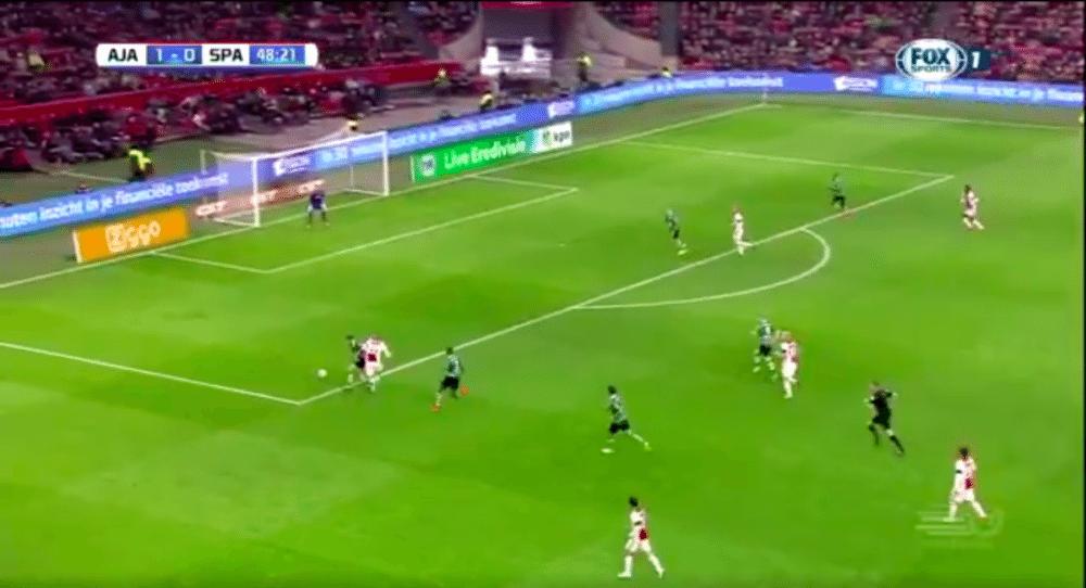 Ajax slaat opnieuw toe