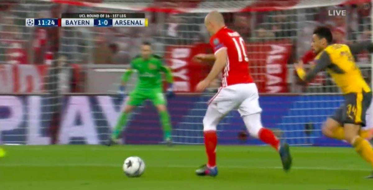 Prachtige treffer Robben tegen Arsenal