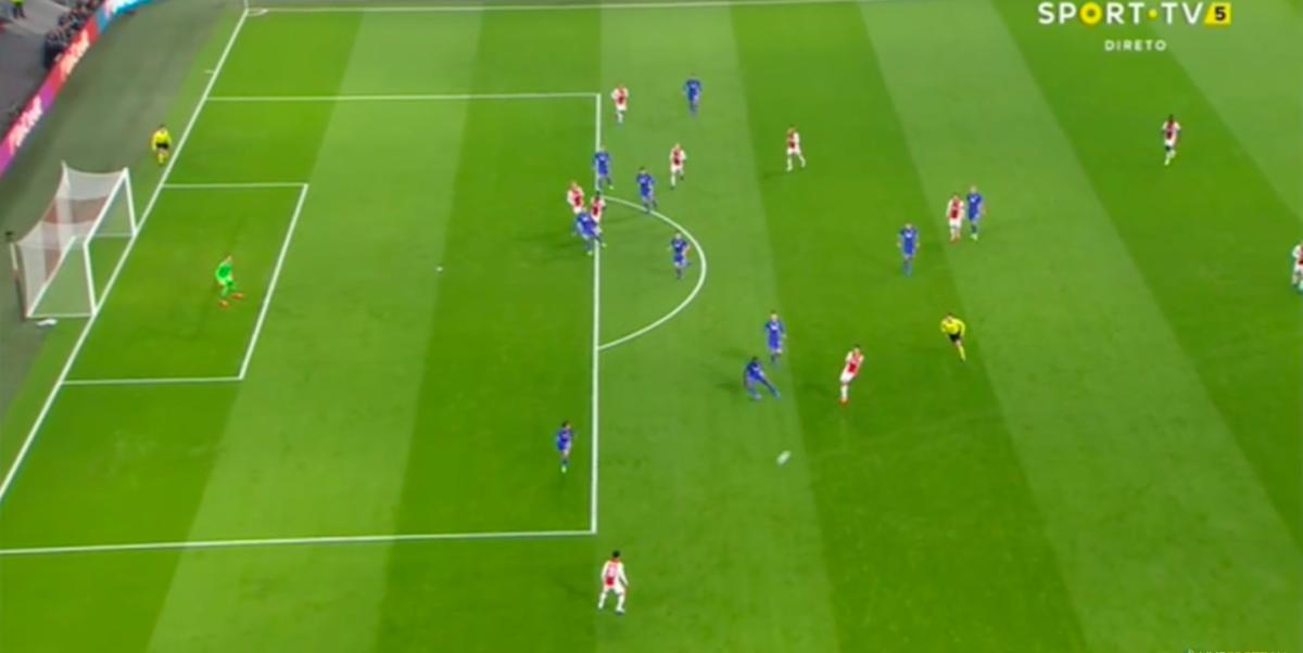 Bekritiseerde Ajax-aanvaller scoort openingstreffer