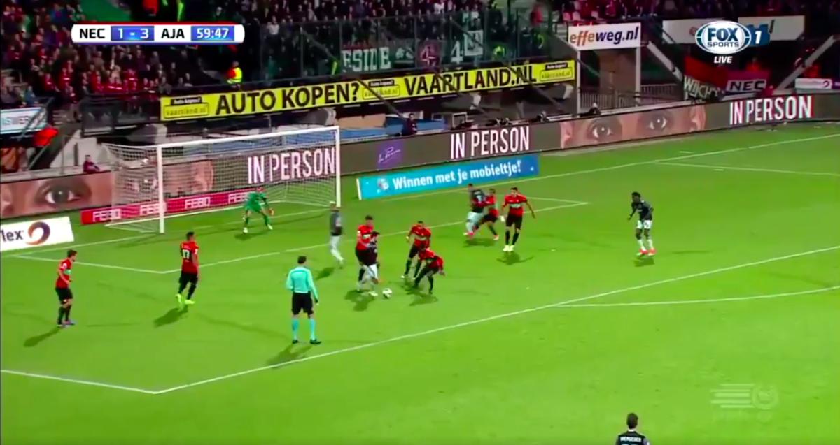 Ajax-aanvaller gooit duel in het slot