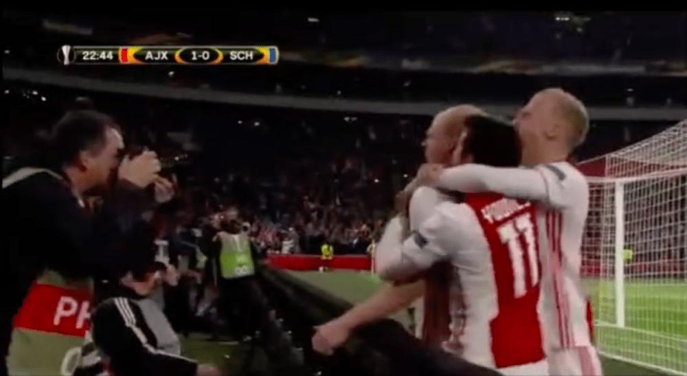 Ajax-aanvoerder knalt snoeihard binnen