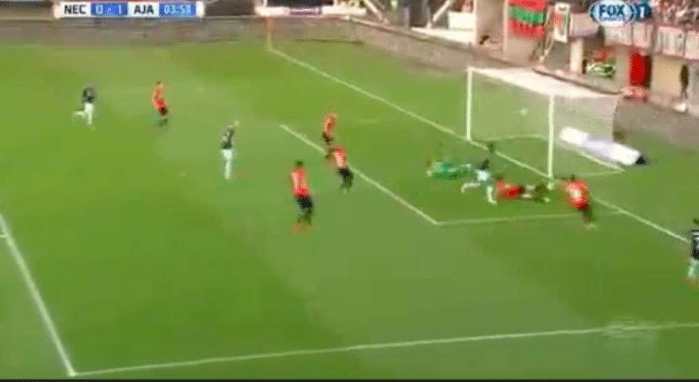 Ajax al snel op voorsprong via eigen goal