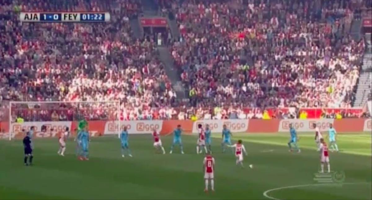 Ajax-middenvelder opent razendsnel score