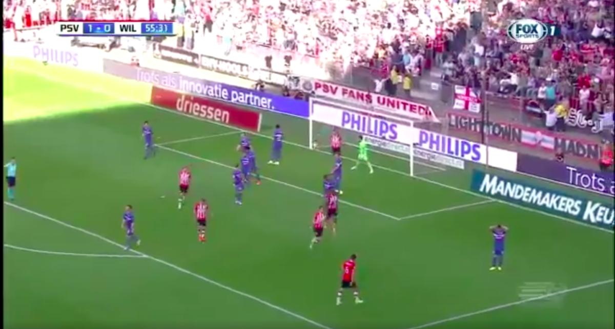 PSV slaat opnieuw toe uit corner
