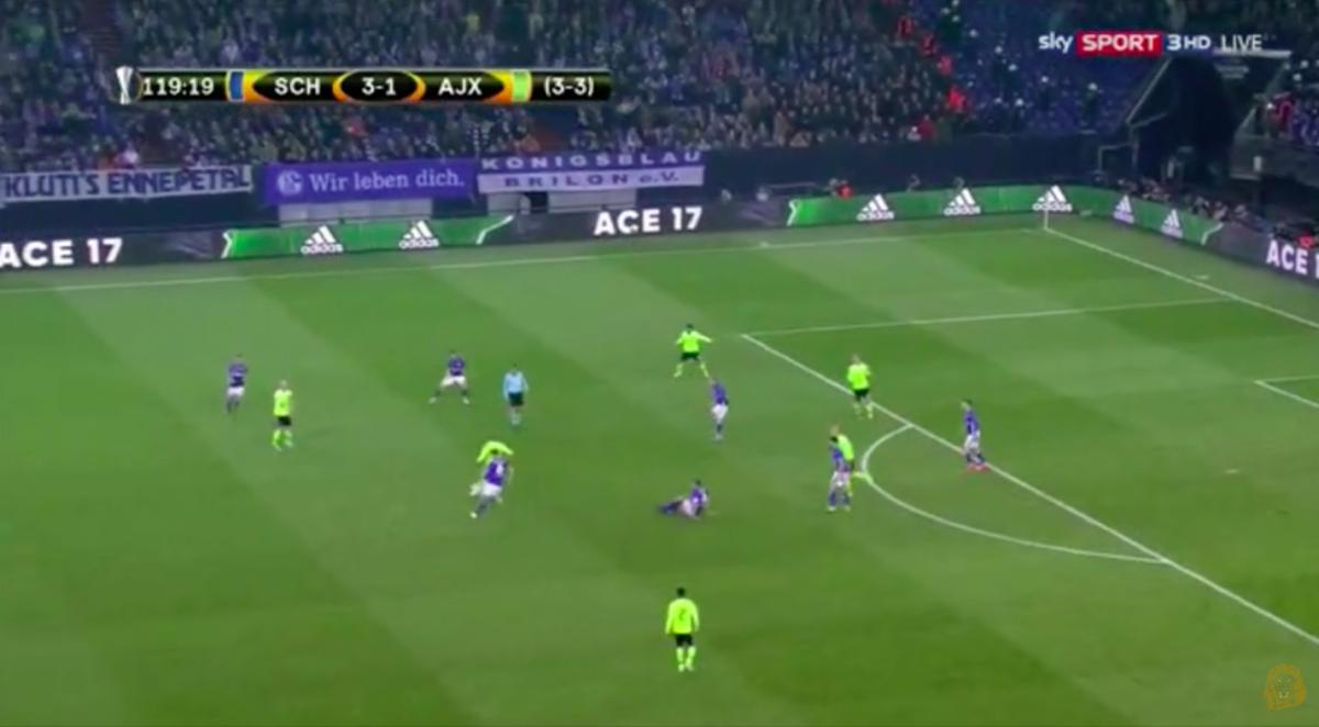 Younes doet Schalke de das om