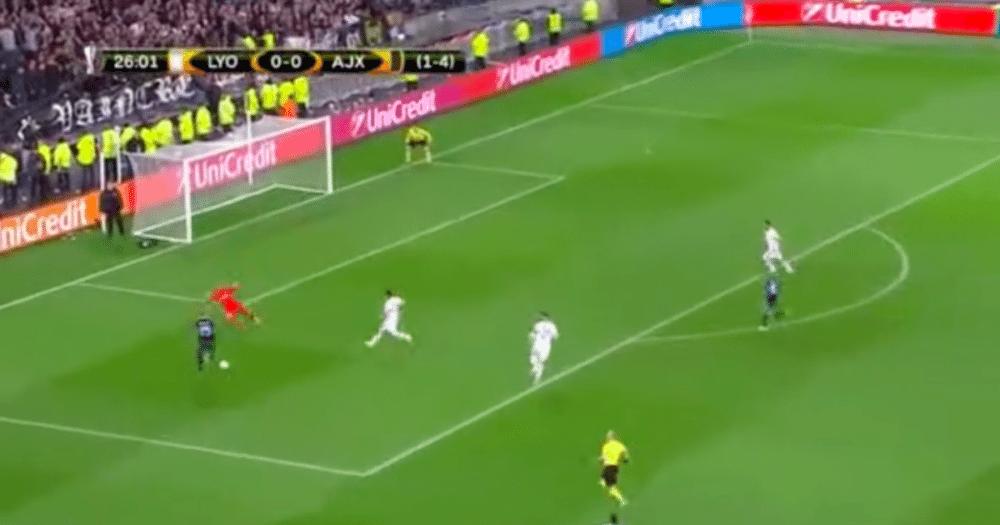 Dolberg schiet Ajax op voorsprong