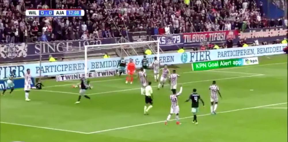 Dolberg zet Ajax op voorsprong tegen Willem II