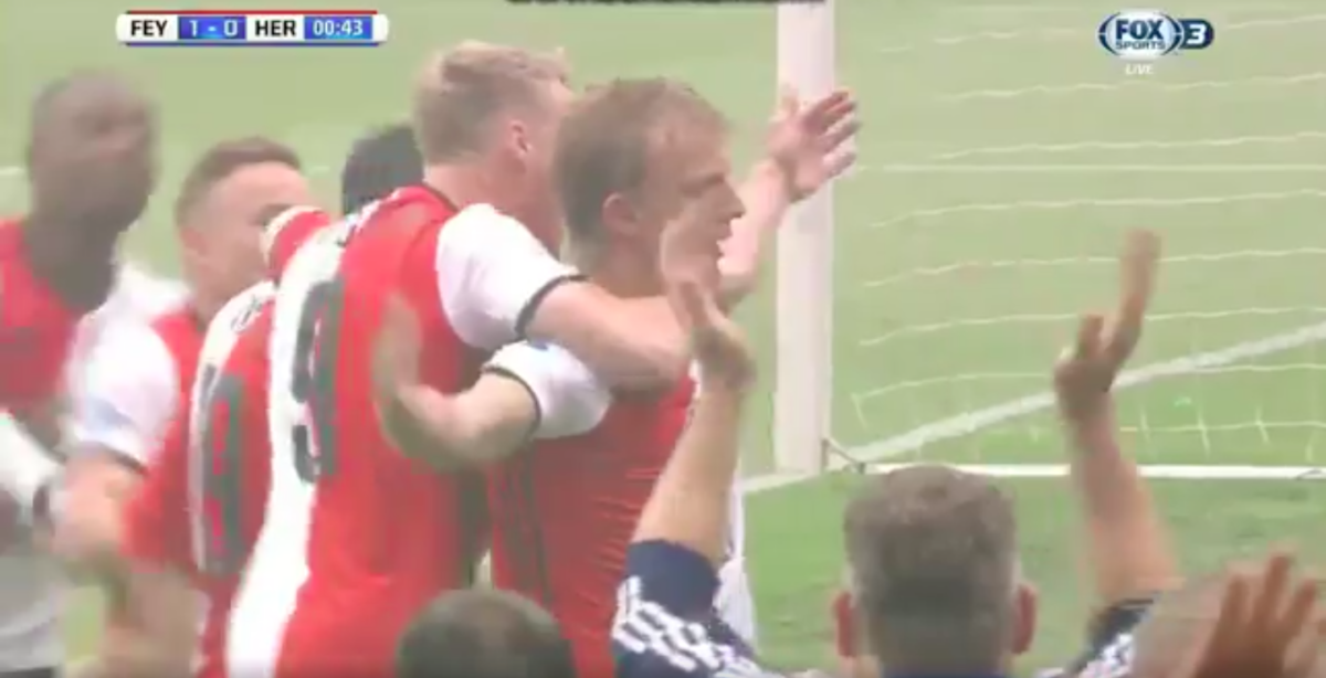 Kuyt zet Feyenoord op voorsprong in kampioenswedstrijd