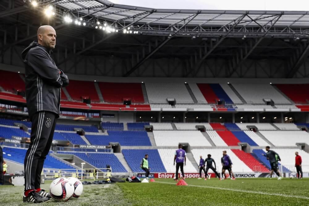 Politie haalt Ajax-fans en Franse hooligans uit elkaar