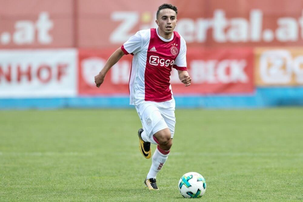 Ajax-fans behangen huis Nouri met warme kreten