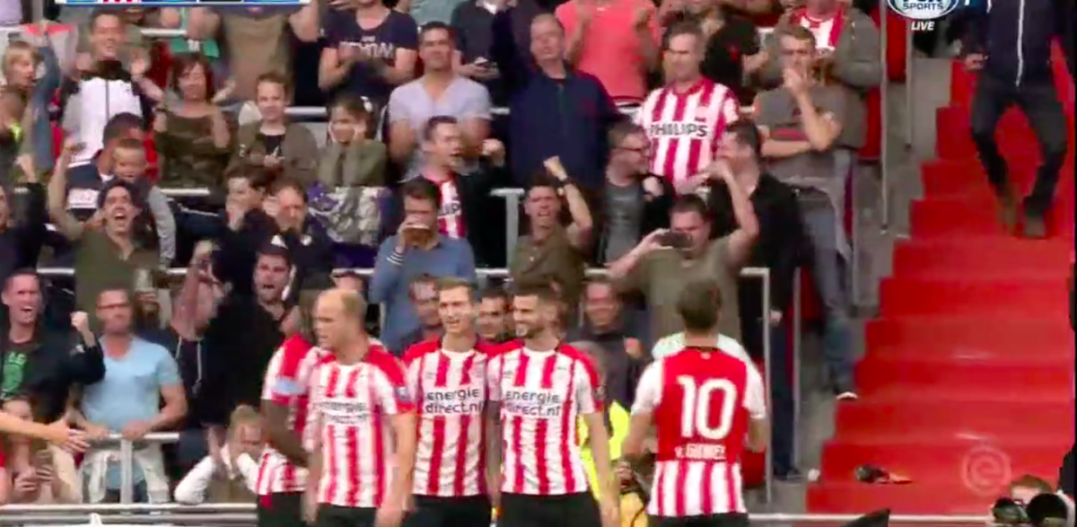 PSV-aanvoerder trefzeker tegen AZ
