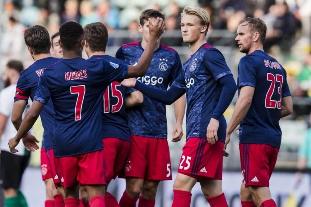 Ajax twee maanden zonder aanvaller door voetblessure
