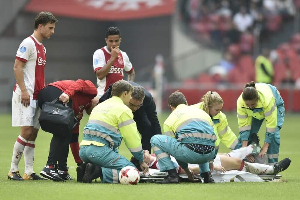 Slecht nieuws voor Ajax: zware hersenschudding voor verdediger