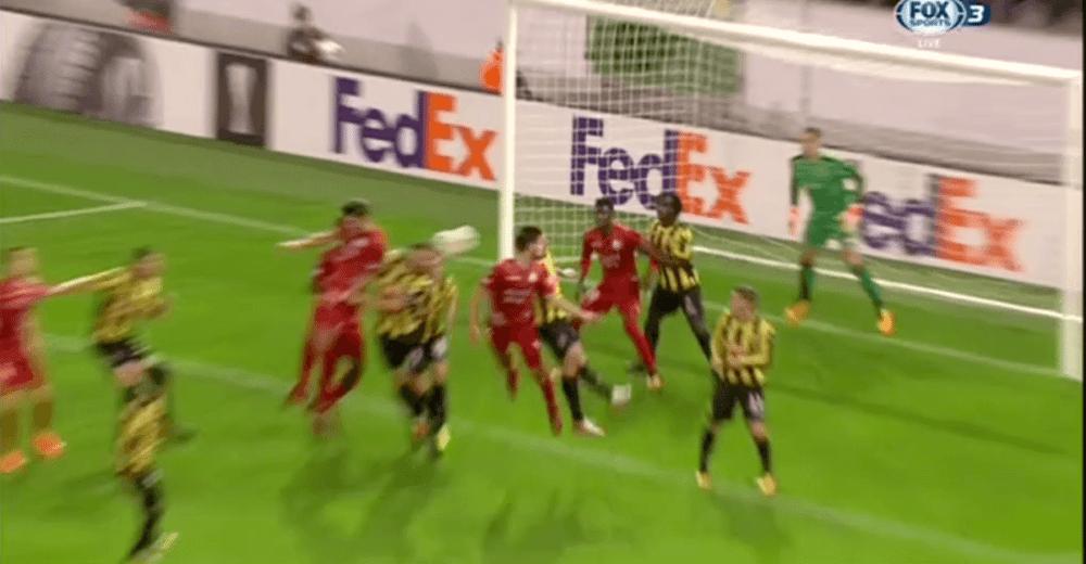 Vitesse-aanvoerder zet eigen ploeg op achterstand