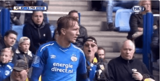 Vitesse-supporter is allesbehalve gecharmeerd van PSV-aanvaller