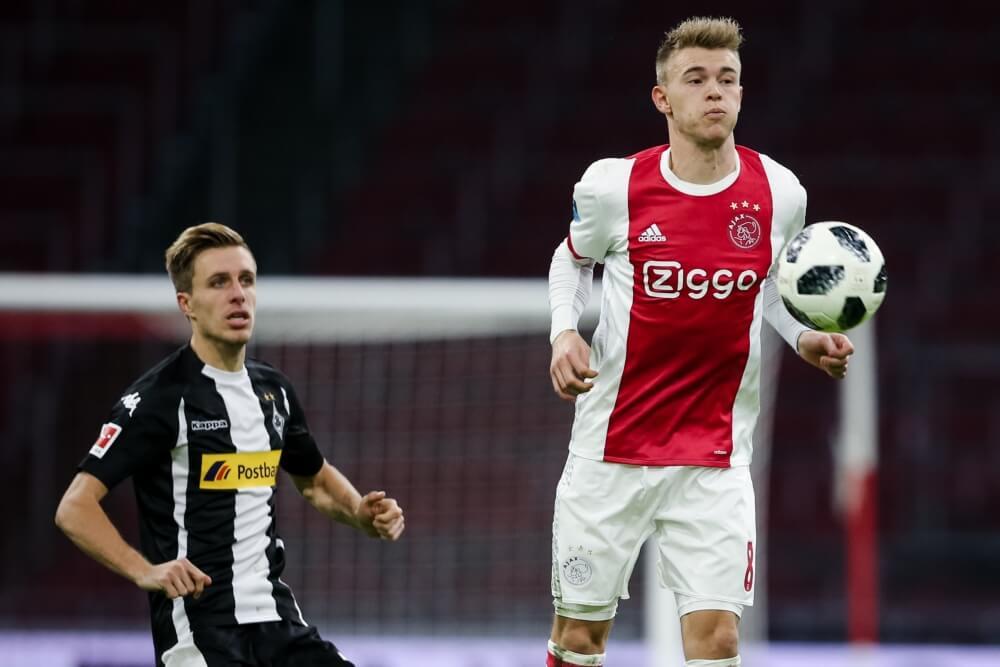 Ajax moet linksback maanden missen na operatie