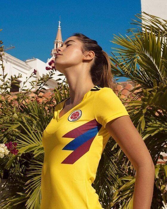 Damesvoetballers boos: Adidas gebruikt topmodel voor nieuwe shirt