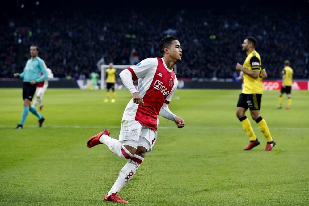 Kluivert helpt Ajax langs Roda met hattrick