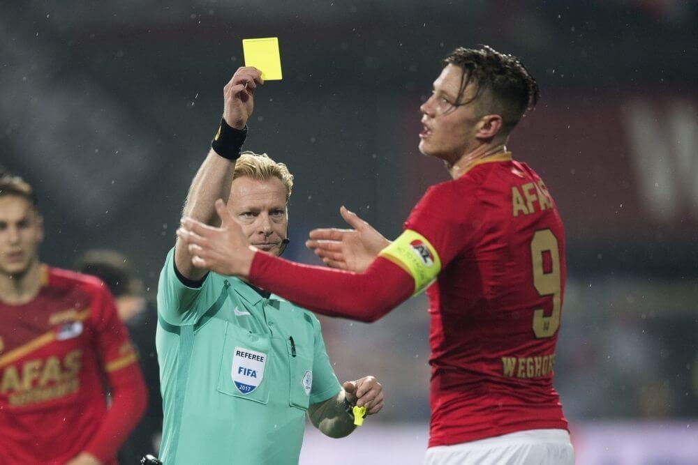 """Opvallende onthulling Van den Brom: """"Blom kondigde rode kaart Weghorst aan"""""""