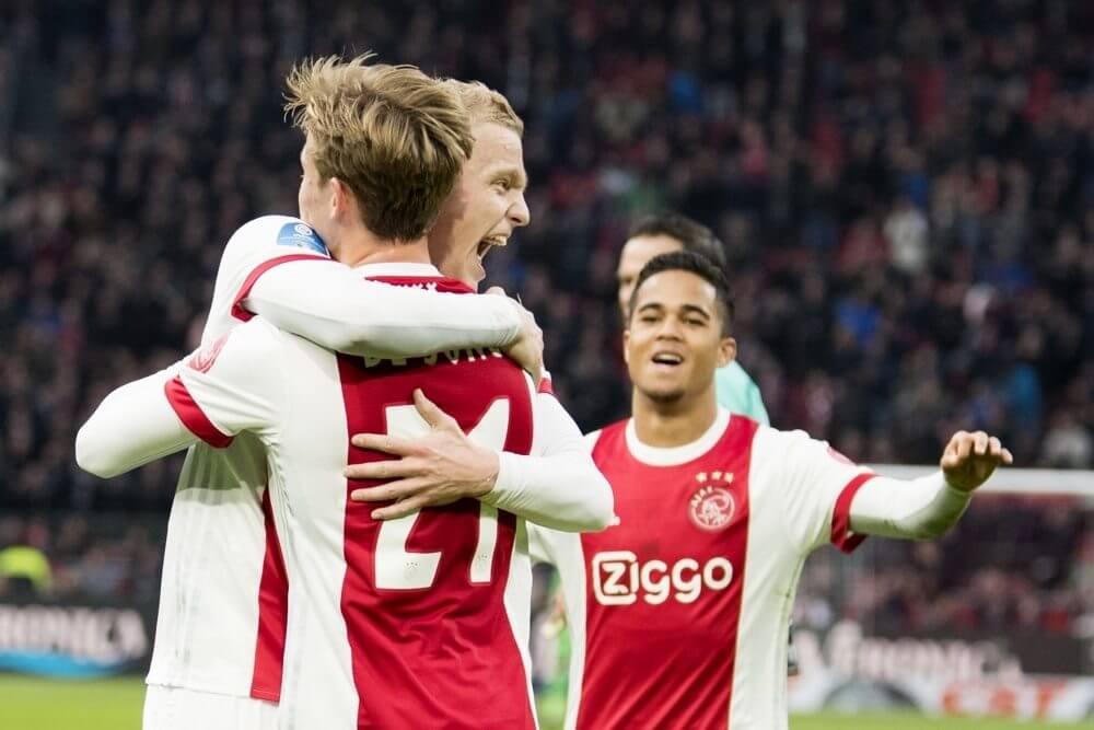 'Vijf internationale topclubs jagen op Ajax-middenvelder'
