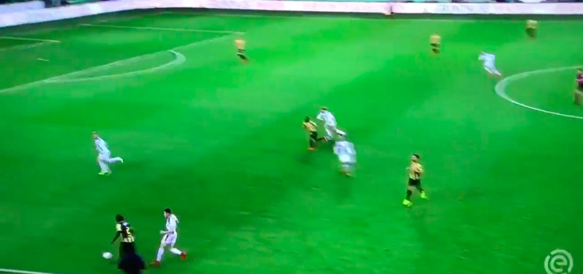 Vitesse-back scoort eigen doelpunt van het jaar