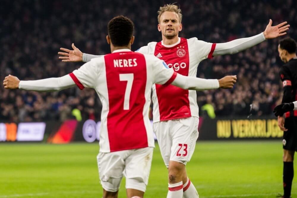 Ajax maakt titelrace weer spannender na zege op Excelsior