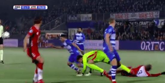 FC Utrecht-goalie zorgt ervoor dat ploeggenoot knock out gaat