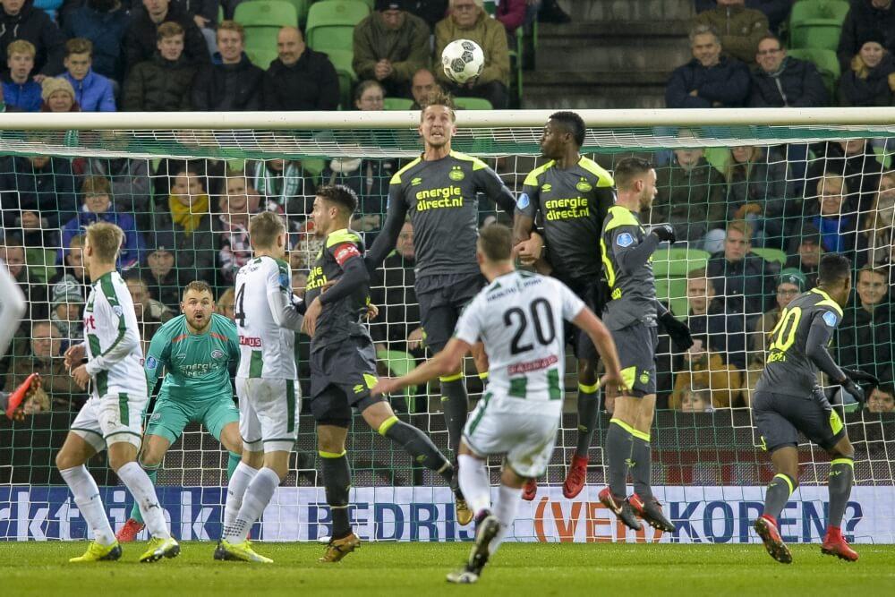 PSV morst opnieuw punten na laat doelpunt Groningen