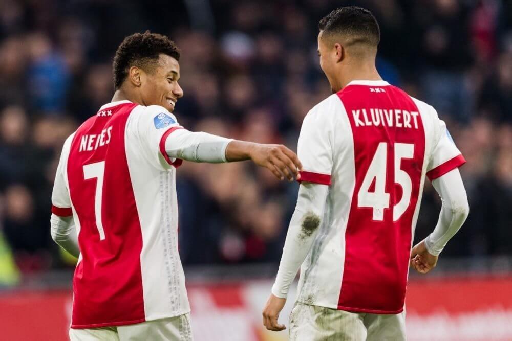 Vleugelaanvallers helpen Ajax langs Willem II