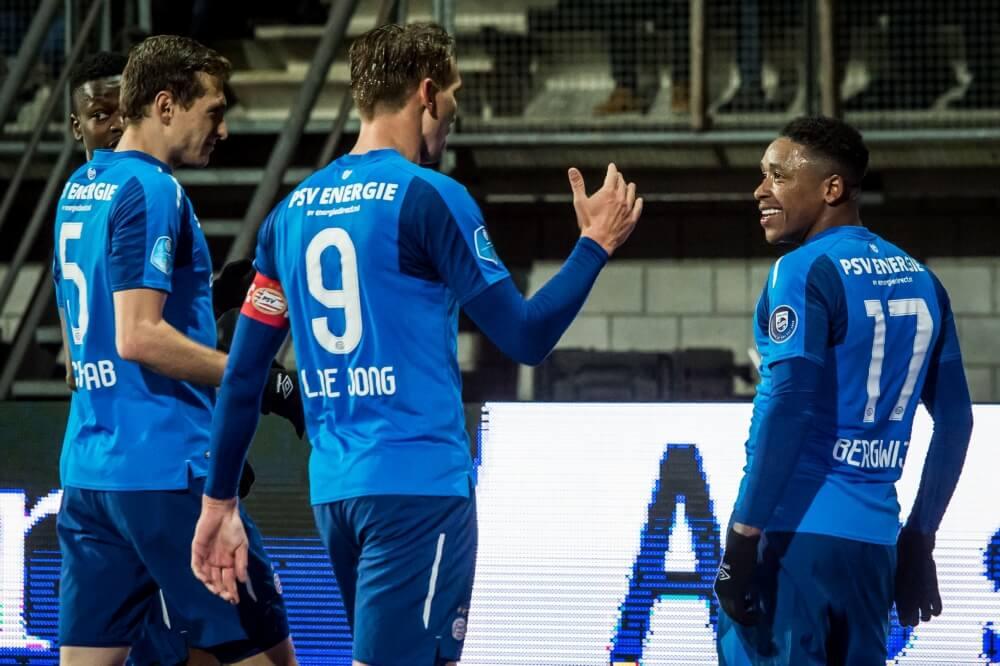 De Jong bezorgt PSV drie punten met late goal