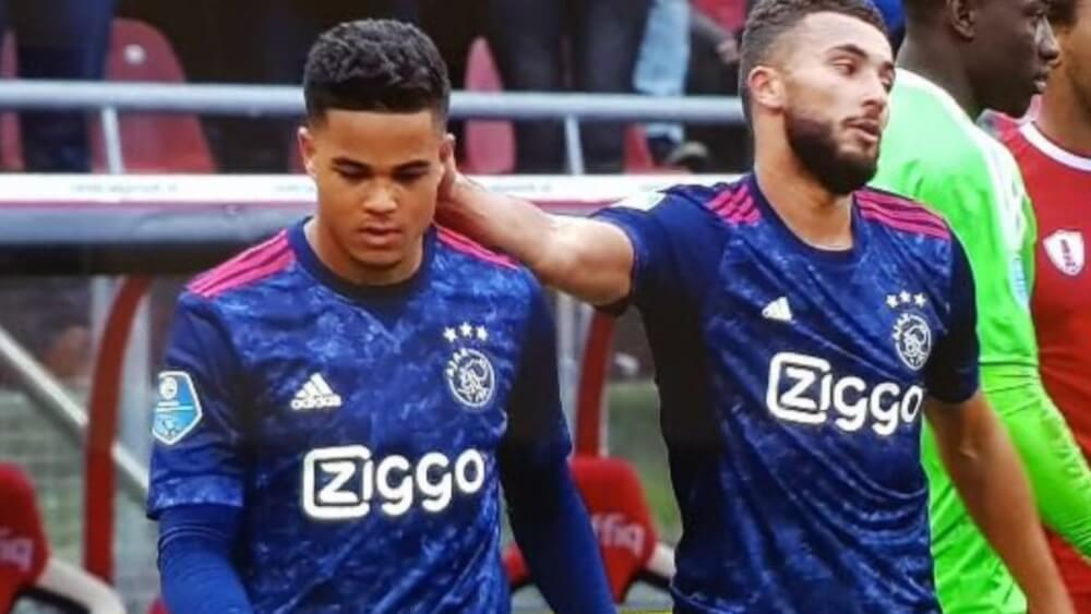 VIDEO: Labyad trekt Ajax-shirt aan en krijgt het aan de ...
