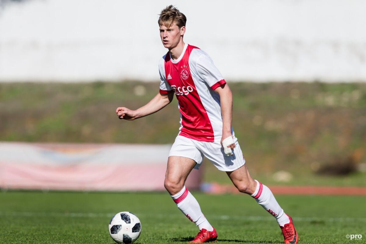 OFFICIEEL: Ajax en Barcelona akkoord over De Jong